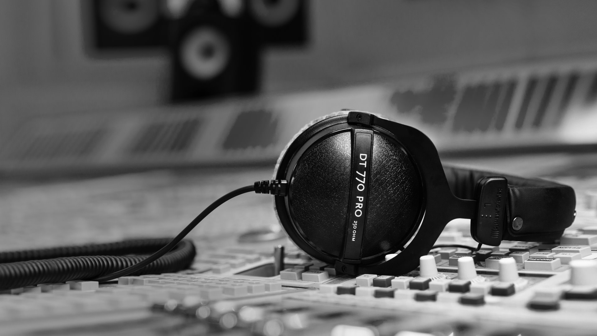 beyerdynamic DT 770 PRO 80 Ohm Closed Studio Headphones | MUSIC STORE  professional | en-TR